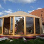 yourte de 7M de diamètre avec 7M de baies vitrées dont une ouvrante…(JURA SUISSE)
